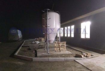 Початок монтажу бункера для корму