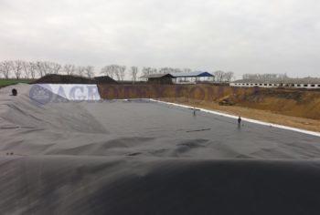 гидроизоляция навозохранилищ мембраной HDPE