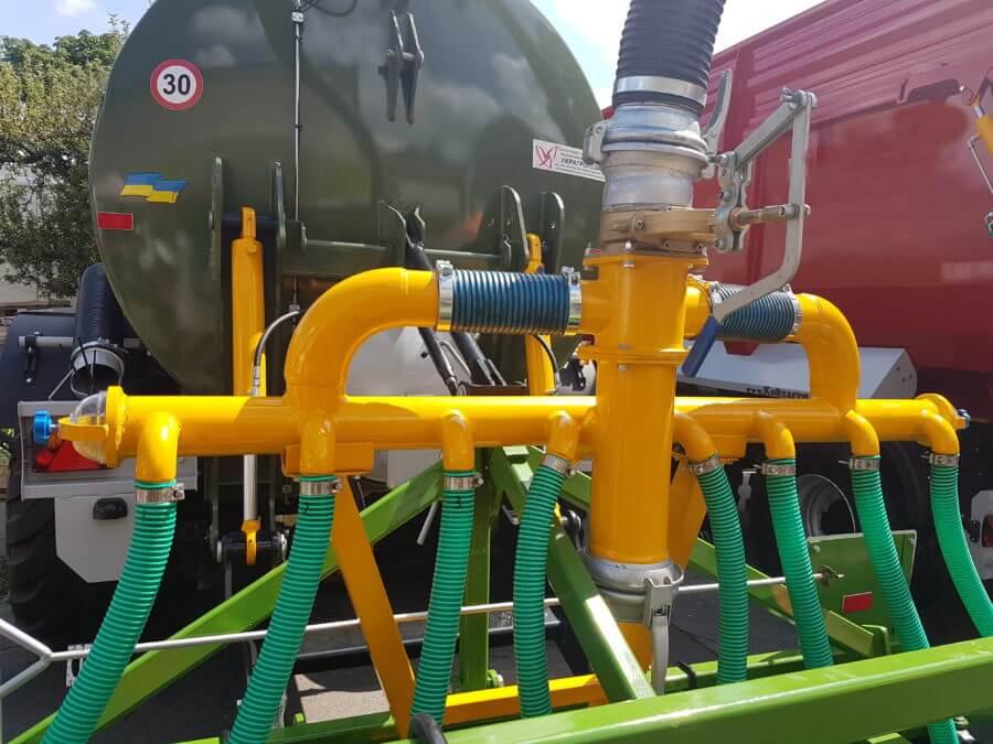 Примитивный шланговый распределитель для внесения органических удобрений